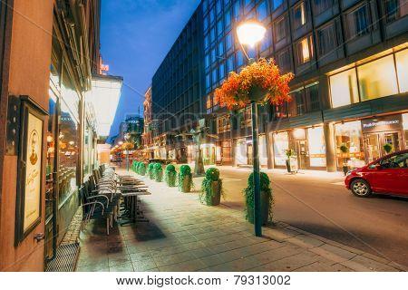Night view of Kluuvikatu street in Helsinki