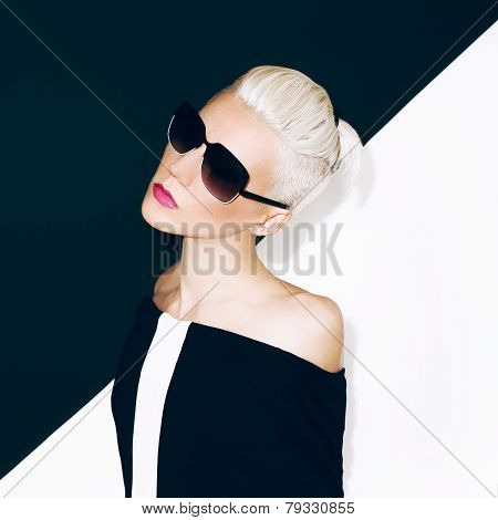 Fashion Glamor Lady In Stylish Sunglasses Black And White Mix