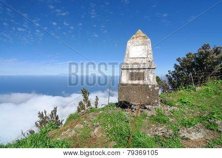 El Hierro - Monumento al General Serrador