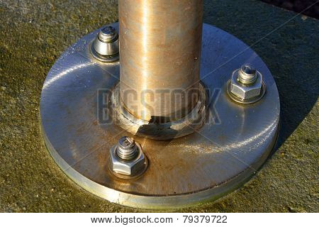 bolts on disc