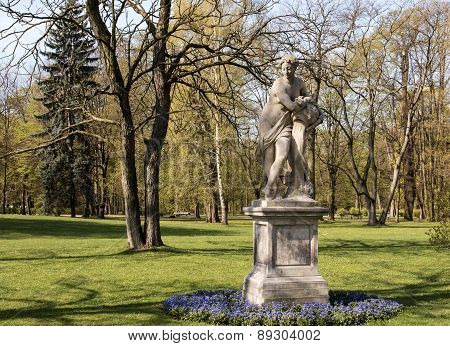 Warsaw.lazienki(bath)royal Park.sculpture Dawn