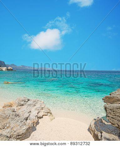 Cala Mariolu Shoreline