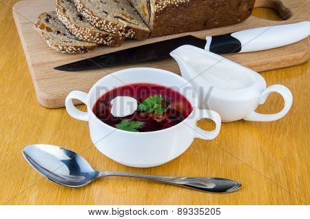 Ukrainian Borsch With Sour Cream And Bread