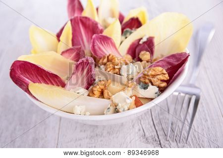 salad with chicory and almonds