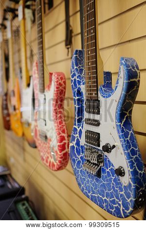 The image of guitars on a show-window of musical shop