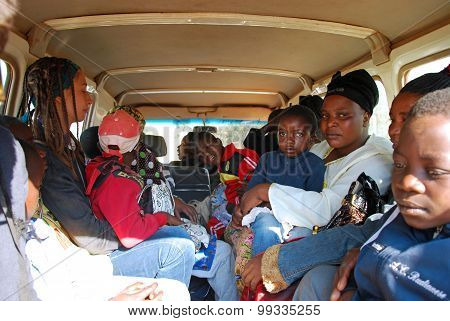 Traveling To The Hospital In Iringa In Tanzania - Africa - 020