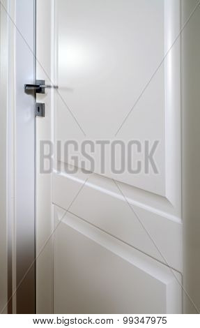 Pad-printed White Door Closed B