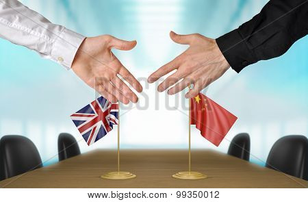United Kingdom and China diplomats agreeing on a deal