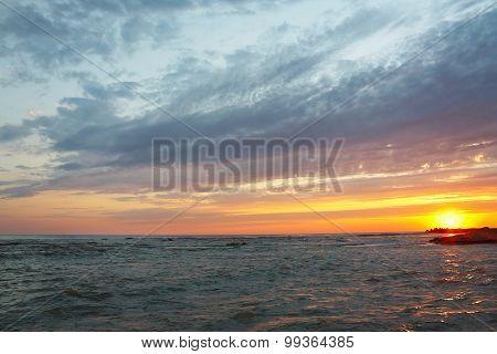 Amazing sea sunset against beautiful sky
