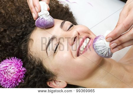 Thai facial massage with grape bags