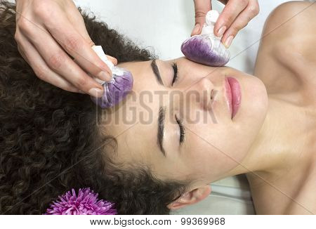 Thai facial massage with grape bags Berries