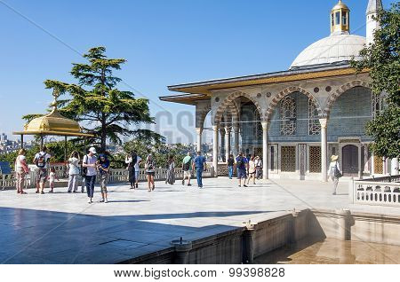 Upper terrace and Baghdad Kiosk, Topkapi Palace, Istanbul, Turkey