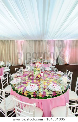 Decorated table with beautiful flowers in the elegant restaurant for the perfect wedding