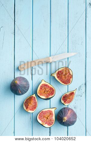 sliced fresh figs on kitchen table