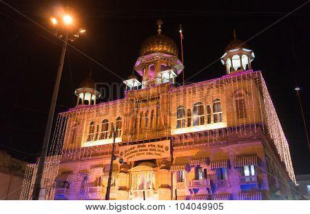 Gurudwara Sis Ganj Sahib in old delhi decorated with lights