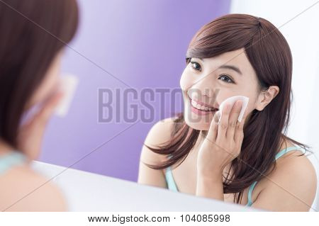 Smile Woman Remove Makeup