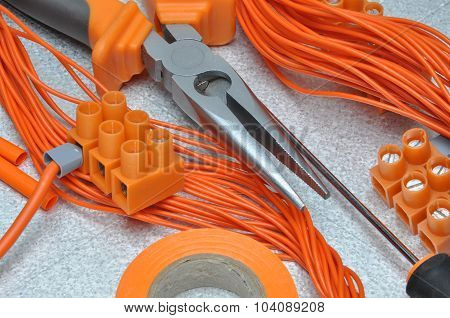 Tools and electrical component kit to use in electrical installations