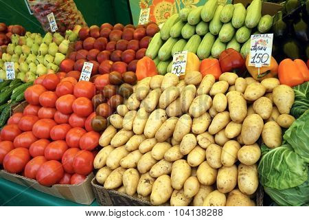 MOSCOW, RUSSIA - OCTOBER 04, 2015: Traditional Food Fair on the weekend. Vegetables on the counter.