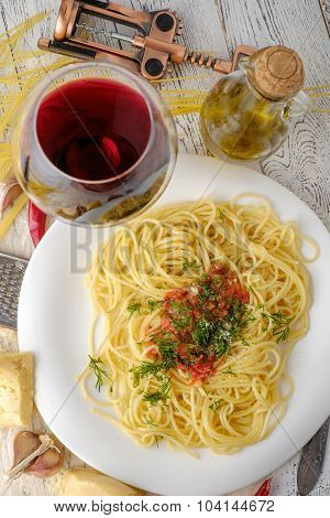 Italian Pasta Cooked In A Rustic Style With A Sauce Of Fresh Tomatoes And Garlic