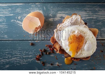 Breakfast - Sandwich With Fried Egg And Bacon