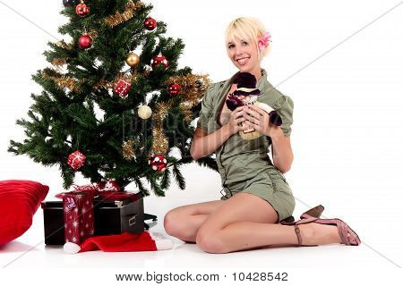 Weihnachtsbaum, Young Happy Woman