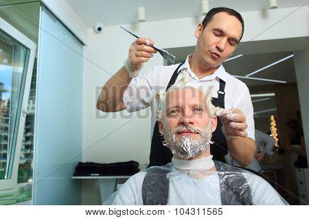 man repaint the hair in a beauty salon