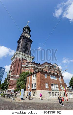 Hamburg St. Michaelis Church, Editorial