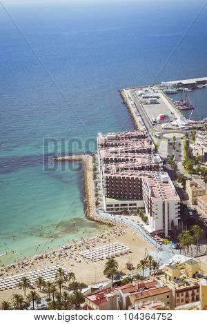 Beach Playa del Postiguet and the hotel Melia Alicante