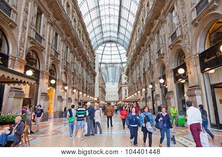 Buyer In Trade Galleria Vittorio Emanuele Ii In Milan.