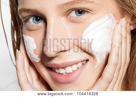 Close-up Of A Girl Put The Cream On The Skin