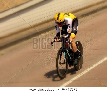 Time trial cyclist