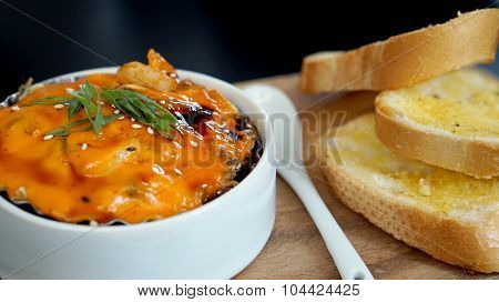 Spicy Scallop With Mayo Cream Together With Garlic Bread.