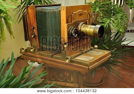 Old Vintage Photo Camera In The Interior Of Museum-photosalon Of Karl Bulla On Nevsky Prospect In Sa
