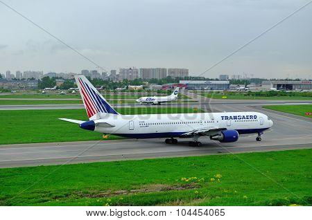 Transaero Airline Boeing 767-3P6Er And Utair Airline Boeing 737-500 Airplanes In Pulkovo Internation