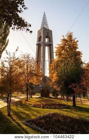 Autumn landscape. The monument in the park