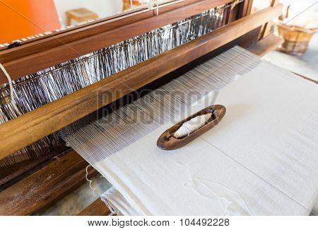 Shuttleless loom working