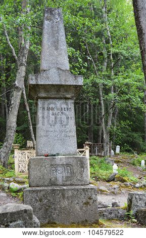The Tombstone of Skagway Hero Frank Reid