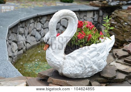 Swan pot
