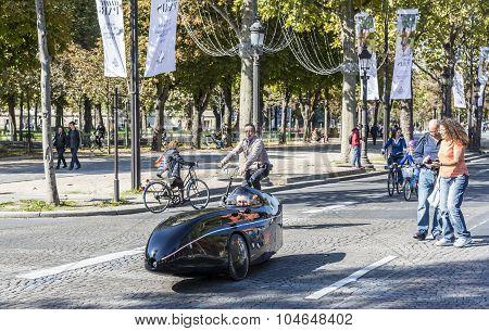 Futuristic Velocar - Journee Sans Voiture, Paris 2015