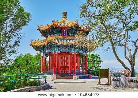 Jingshan Park, Beijing, Pavilion Or The Coal Mountain, Near The Forbidden City,guanmiao Pavilion.ins