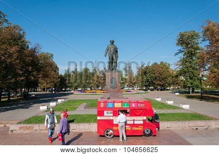 Moscow, Russia - 09.21.2015.  Monument to  famous painter Repin in Bolotnaya Square