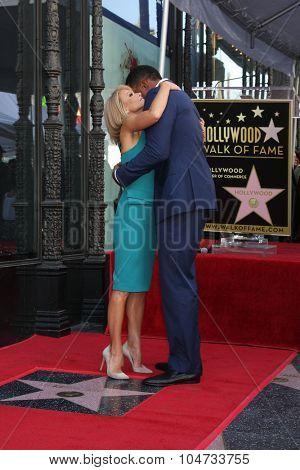 LOS ANGELES - OCT 12:  Kelly Ripa, Michael Strahan at the Kelly Ripa Hollywood Walk of Fame Ceremony at the Hollywood Walk of Fame on October 12, 2015 in Los Angeles, CA