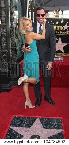 LOS ANGELES - OCT 12:  Kelly Ripa, Lawrence Zarian at the Kelly Ripa Hollywood Walk of Fame Ceremony at the Hollywood Walk of Fame on October 12, 2015 in Los Angeles, CA