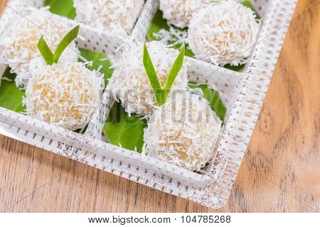 Steamed Flour With Coconut Filling Recipes ,Thai dessert