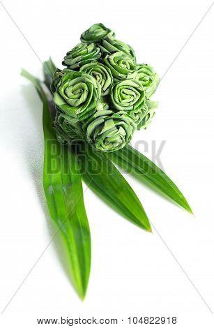 Fresh Pandanus Leaf Weave To Rose Bouquet
