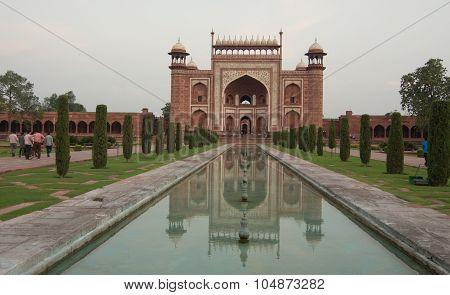 Indian People Visit Taj Mahal