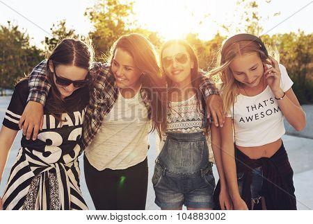 Group Og Teenage Girls Walking