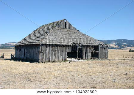 Weathered barn in Oregon