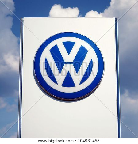 Vw Dealership Logo Stand