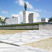 Постер, плакат: Че Гевара памятник Плаза де ла революции Санта Клара Куба